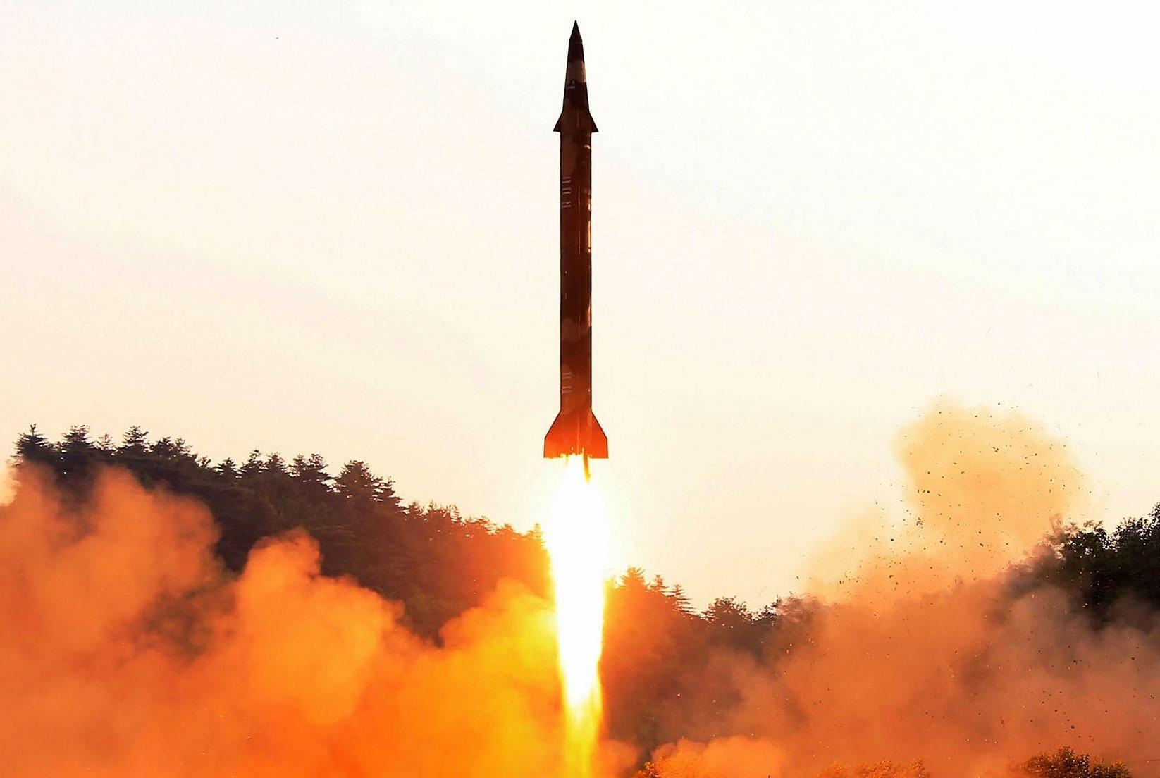 تحقیق تاریخچه پیدایش و ساخت موشک